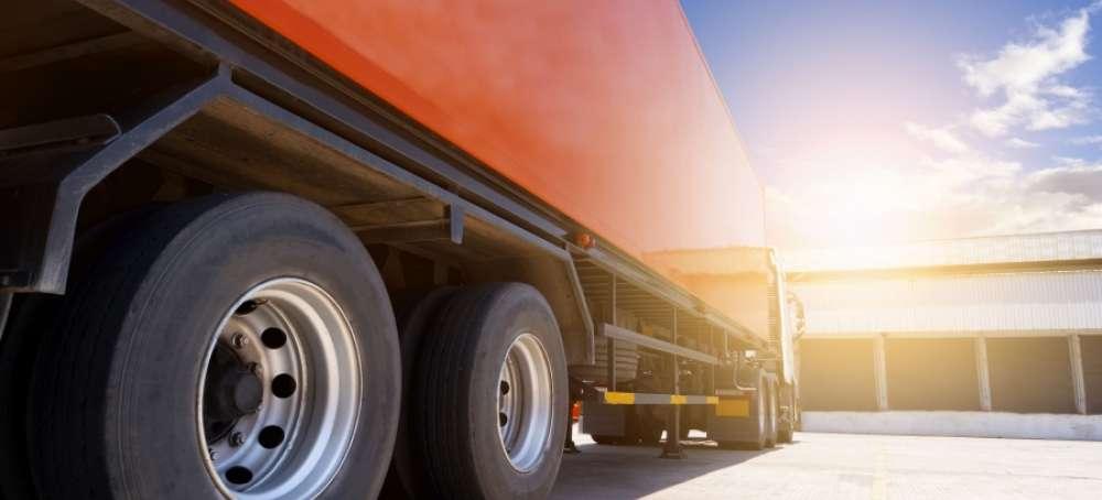 ¿Cuántos camiones sobrarían con las 44 toneladas?