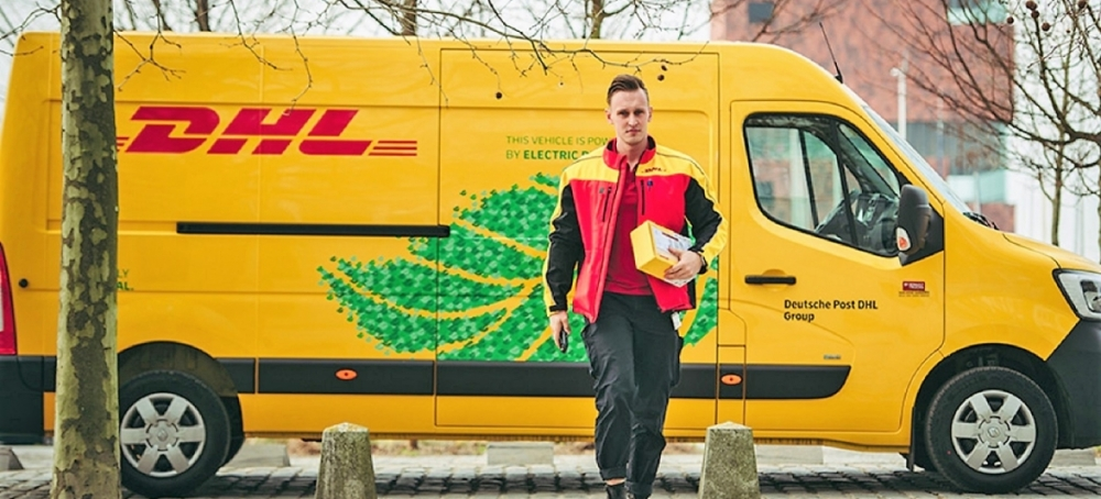 Renault Trucks entrega furgones Master Z.E. a DHL Parcel