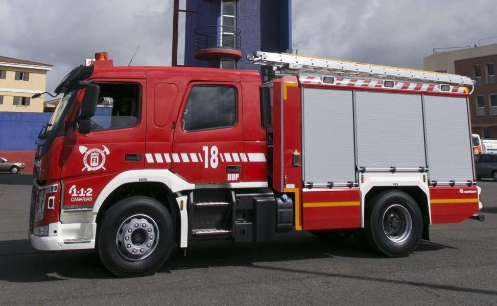 Desalojan un edificio de viviendas en Guia de Isora en Tenerife tras declararse un incendio